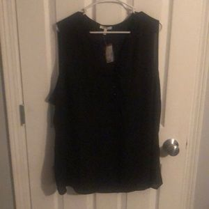 Sleeveless black polyester top
